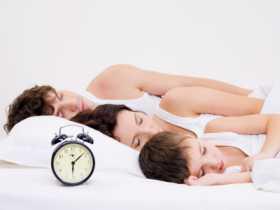 Gjume me mamin dhe babin