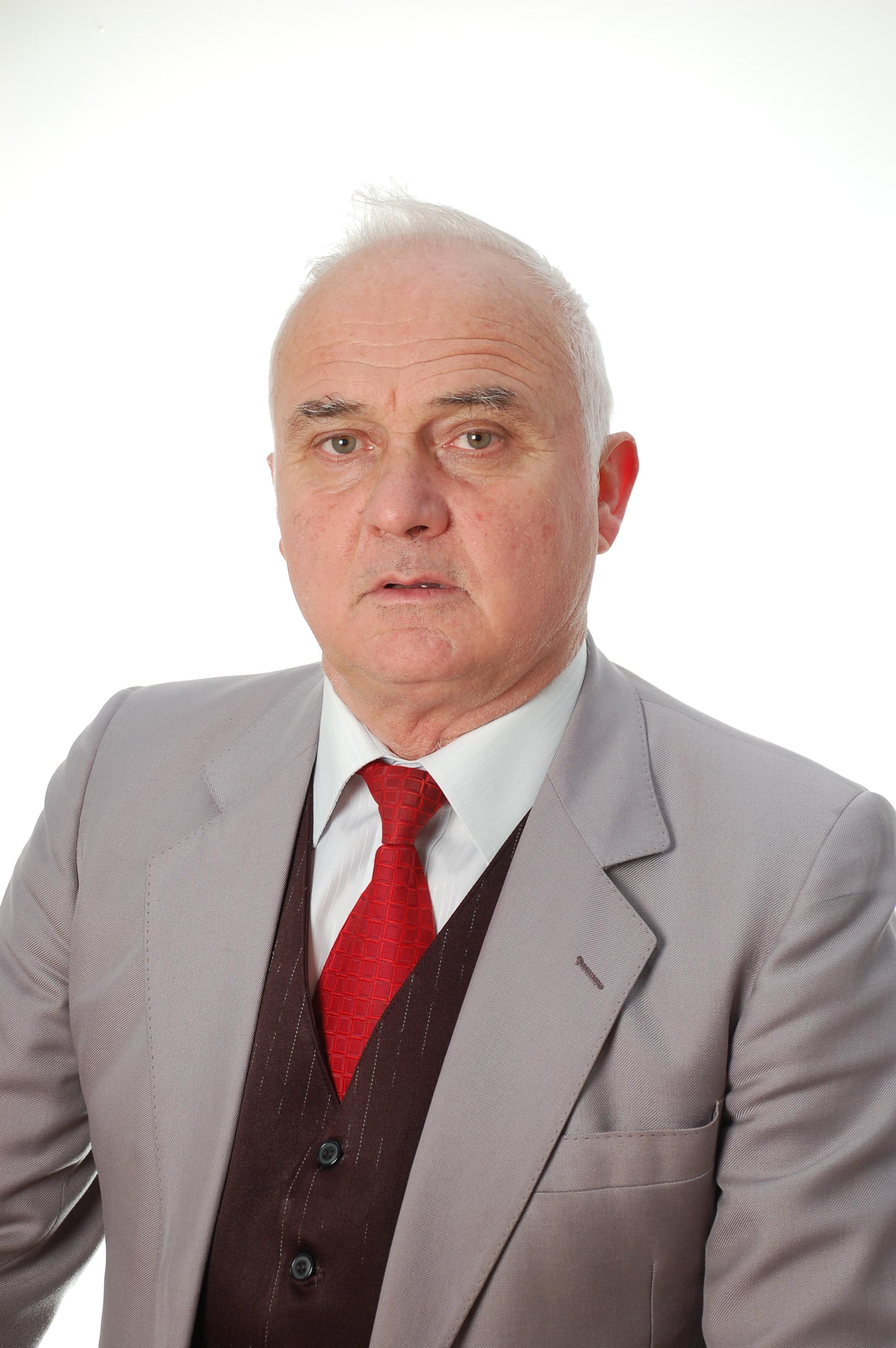 Qamil Gjyrezi, lektor i psikologjisë aplikative dhe terapisë së artit