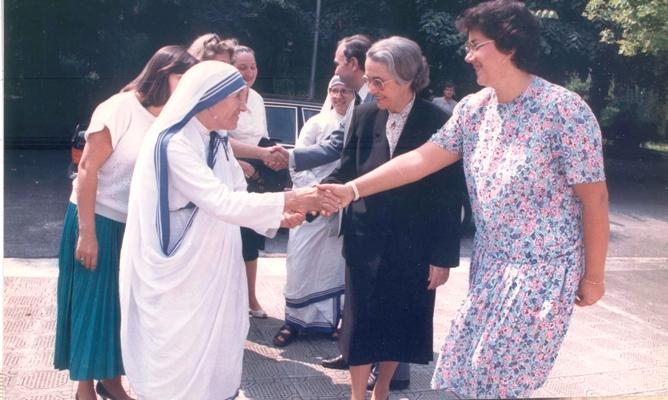 Nënë Tereza dhe Nexhmije Hoxha