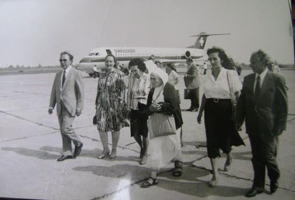 nene-tereza-gjate-vizites-ne-shqiperi-2-e1350641417331