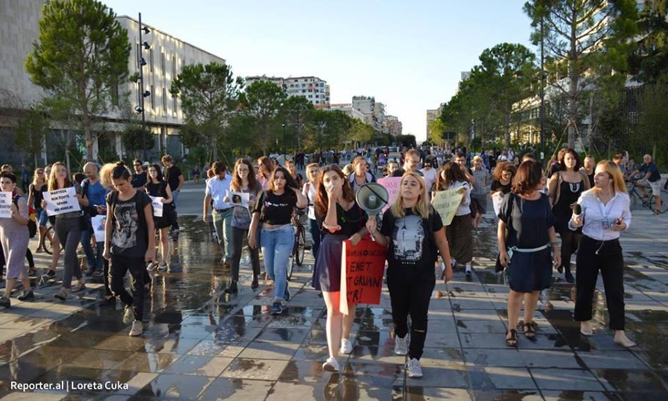 Foto nga protesta e aktivistëve dhe e shoqërisë civile ditën e djeshme