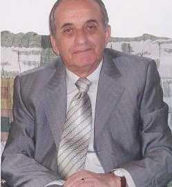 """Prof. Murat Gecaj, publicist e studiues shqiptar, ish-redaktor në gazetën javore të fëmijëve """"Pionieri"""". Ka studiuar e botuar, dhe vazhdon punimet e tij për historinë e arsimit dhe të mendimit pedagogjik shqiptar, veçanërisht nga Kosova. Në vitin 1992, mbrojti disertacionin në këtë fushë dhe mori gradën """"Doktor i shkencave pedagogjike"""". Në vijim të punës së bërë, në vitin 1996 iu dha titulli shkencor """"Profesor i asociuar"""". Në 2011, është përfshirë në Institutin e Integrimit të Kulturës Shqiptare, me qendër në Tiranë, me detyrën përgjegjës i sektorit të shtypit e i marrëdhënieve me publikun."""