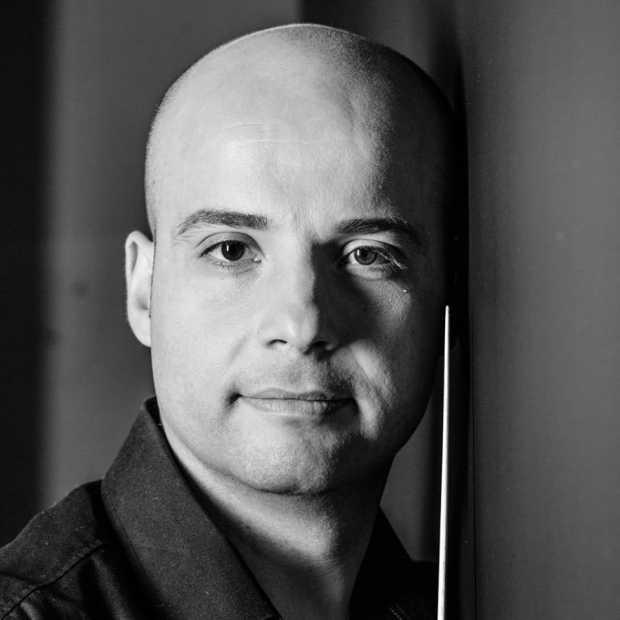 Desar Sulejmani, pianist dhe dirigjent. Foto nga Alexander Vejnovic