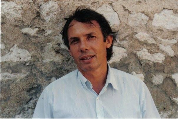 """Luan Rama, kineast, studiues arti, publicist, shkrimtar, ka lobuar si ambasador (1991-1992) në Paris, diplomat kulturor i Shqipërisë në Paris më 1997-2001 dhe përfaqësues i vendit tonë në UNESCO, vlerësuar me çmimin """"Aleksandri i Madh"""" në Saliminë."""