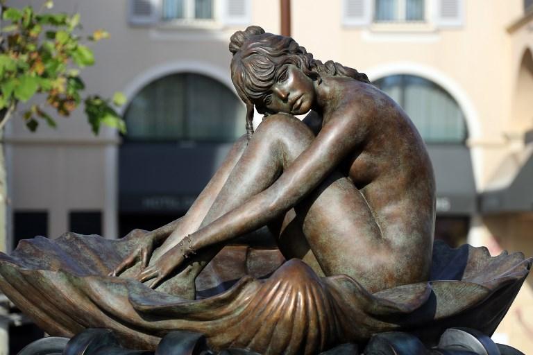 Statuja në bronz e aktores franceze Brigitte Bardot, bazuar në një ilustrim me bojëra uji nga ilustruesi Italian Milo Manara, pikturuar në resortin e St. Tropez në 4 tetor 2017.