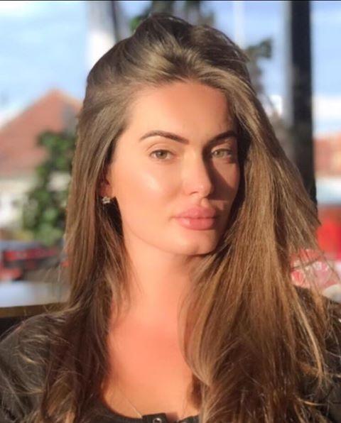 Albina Hyseni, Studiuar për administratën publike, marrëdhëniet ndërkombëtare dhe studimet Evropiane. Njohuri të gjera psikologjike, teknike farmaceutike